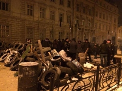 Lviv: activists stormed the RSA and erect barricades. PHOTO report + VIDEO