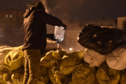 Exactly: activists are storming the RSA and building barricades. PHOTO report + VIDEO