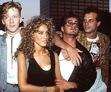 Sarah Jessica Parker in the company of Anthony Michael Hall, Robert Downey the Younger and Bill Paxton, the 80s