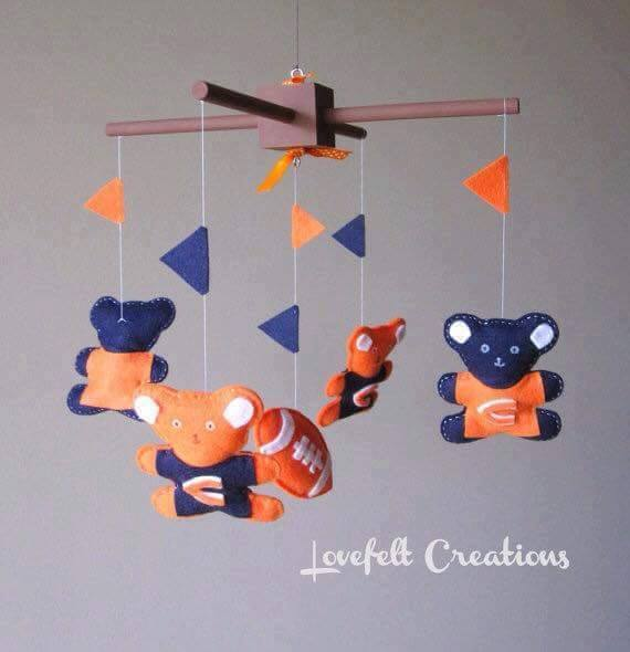 Ideas for suspension and mobilization: the first baby toys