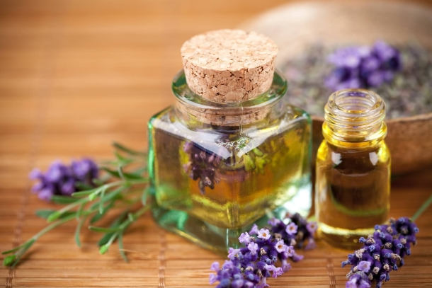 Emergency care with essential oils